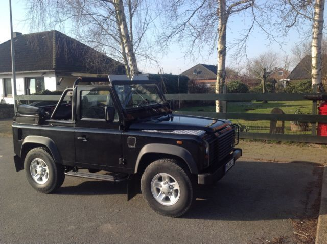 verkauft land rover defender 90 soft t gebraucht 2006 km in hamburg. Black Bedroom Furniture Sets. Home Design Ideas