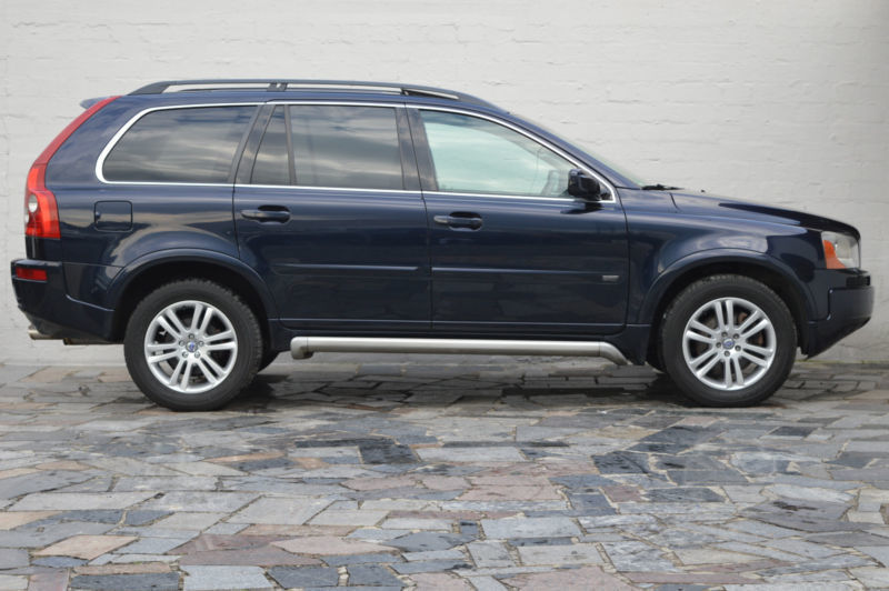 verkauft volvo xc90 d5 momentum 7sitze gebraucht 2006 km in leverkusen. Black Bedroom Furniture Sets. Home Design Ideas