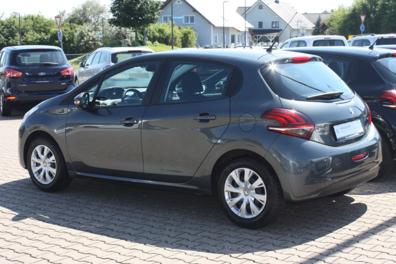 verkauft peugeot 208 puretech 82 gebraucht 2016 km in eschhofen. Black Bedroom Furniture Sets. Home Design Ideas