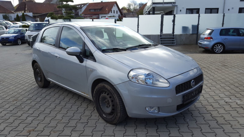 verkauft fiat grande punto 1 4 8v dyna gebraucht 2005 km in achstetten. Black Bedroom Furniture Sets. Home Design Ideas