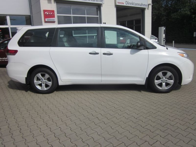 verkauft toyota sienna van 7 sitzer 2 gebraucht 2011 km in giessen. Black Bedroom Furniture Sets. Home Design Ideas