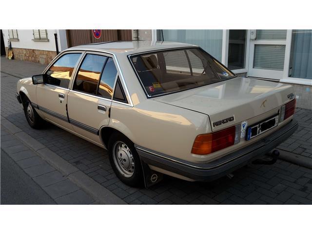 rekord gebrauchte opel rekord kaufen 74 g nstige autos zum verkauf. Black Bedroom Furniture Sets. Home Design Ideas