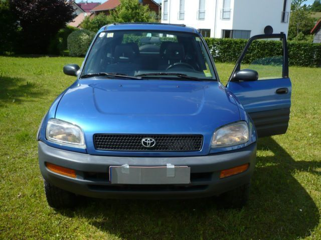 verkauft toyota rav4 lang servo gebraucht 1996 km in waldburg. Black Bedroom Furniture Sets. Home Design Ideas