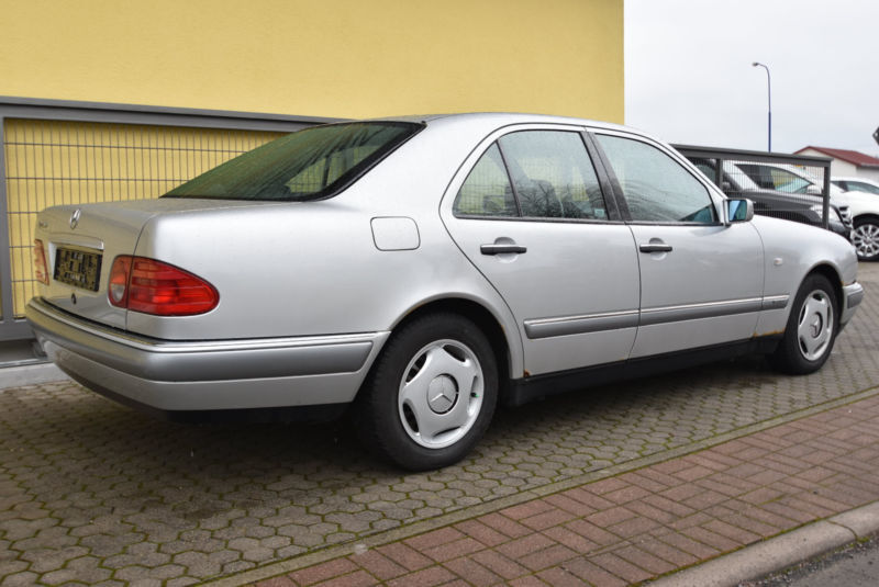 gebraucht elegance automatik klima 1 hand mercedes e290 1997 km in neuhof. Black Bedroom Furniture Sets. Home Design Ideas