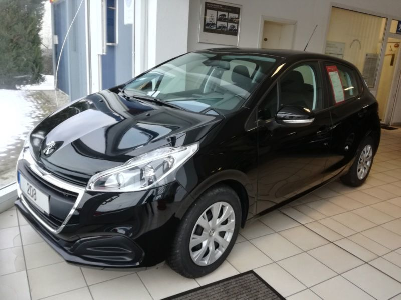 gebraucht puretech 82 active peugeot 208 2015 km 10 in geisa. Black Bedroom Furniture Sets. Home Design Ideas