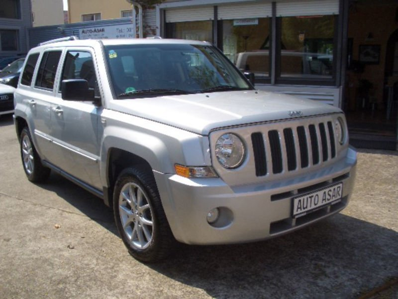 gebraucht limited klima navi tempomat jeep patriot 2011 km in fuerth. Black Bedroom Furniture Sets. Home Design Ideas