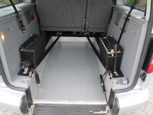 verkauft vw caddy maxi rollstuhlrampe gebraucht 2009. Black Bedroom Furniture Sets. Home Design Ideas