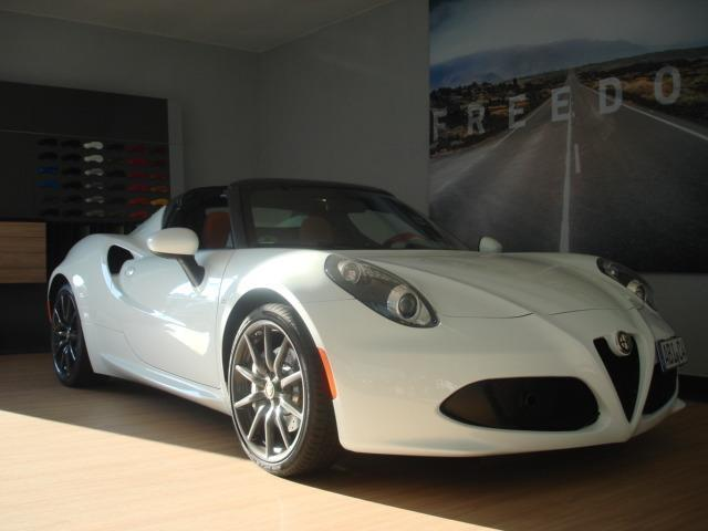 verkauft alfa romeo 4c 1 8 tbi spider gebraucht 2016 km in bitterfeld. Black Bedroom Furniture Sets. Home Design Ideas