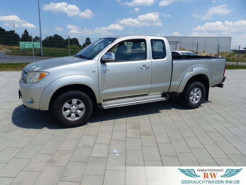 verkauft toyota hilux 4x4 klima allrad gebraucht 2006 km in zimmern. Black Bedroom Furniture Sets. Home Design Ideas