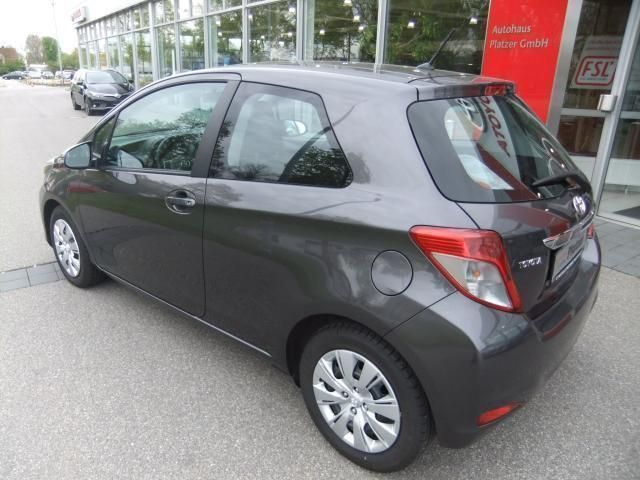 verkauft toyota yaris 1 4 d 4d life 5t gebraucht 2012 km in witzmannsberg. Black Bedroom Furniture Sets. Home Design Ideas