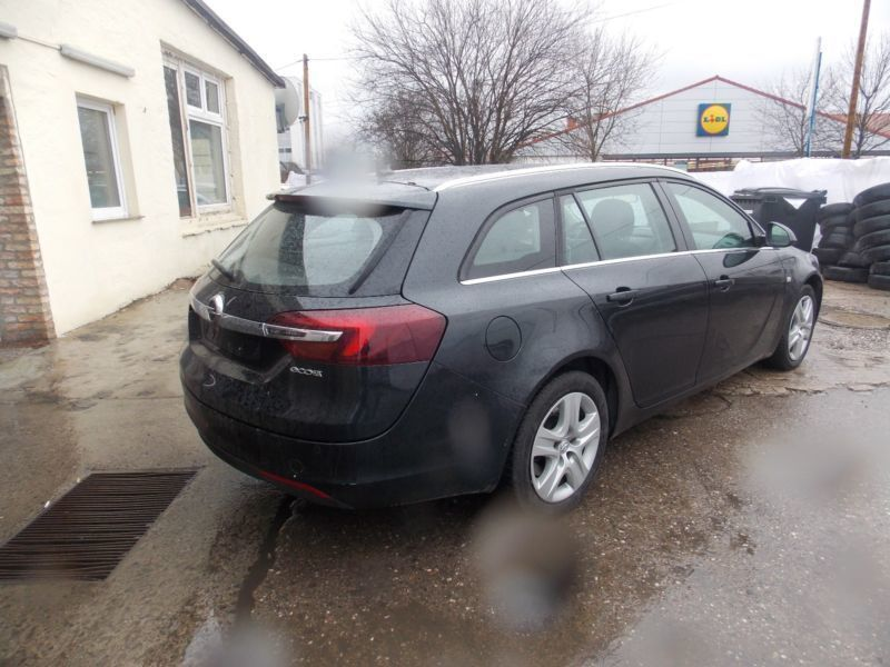 verkauft opel insignia sports tourer b gebraucht 2014 km in berlin. Black Bedroom Furniture Sets. Home Design Ideas