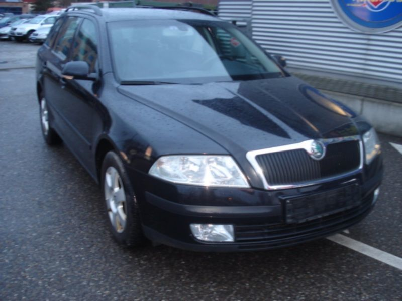verkauft skoda octavia combi elegance gebraucht 2006 km in freiburg. Black Bedroom Furniture Sets. Home Design Ideas
