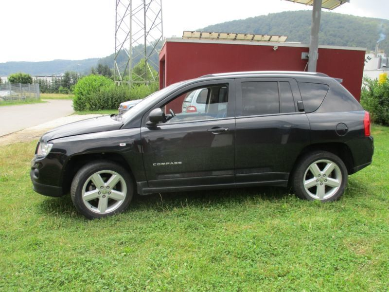 verkauft jeep compass 2 2i crd 4x4 lim gebraucht 2011 km in strassberg. Black Bedroom Furniture Sets. Home Design Ideas