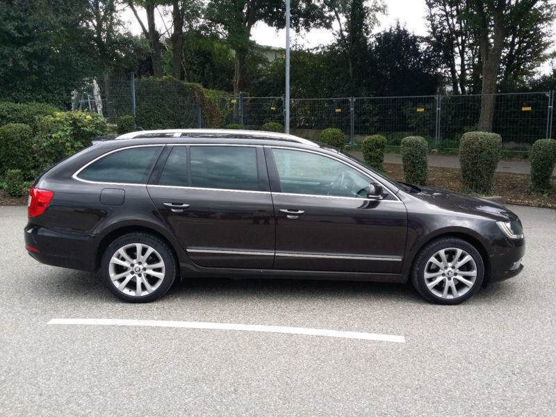 verkauft skoda superb combi elegance 4 gebraucht 2013 km in freiburg. Black Bedroom Furniture Sets. Home Design Ideas
