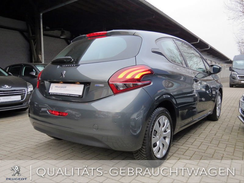 gebraucht active 82 ps 5 t rer peugeot 208 2016 km 500 in neu isenburg. Black Bedroom Furniture Sets. Home Design Ideas