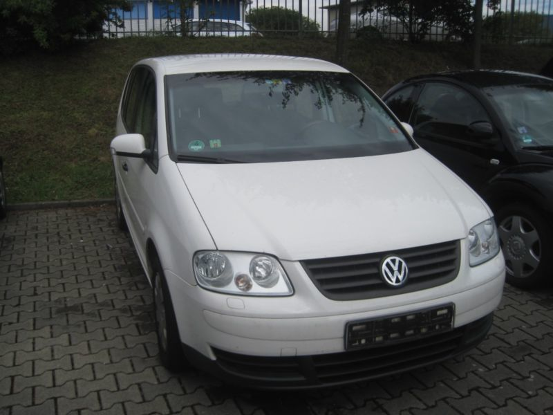 verkauft vw touran 1 9tdi klima el fh gebraucht 2006 km in braunschweig. Black Bedroom Furniture Sets. Home Design Ideas