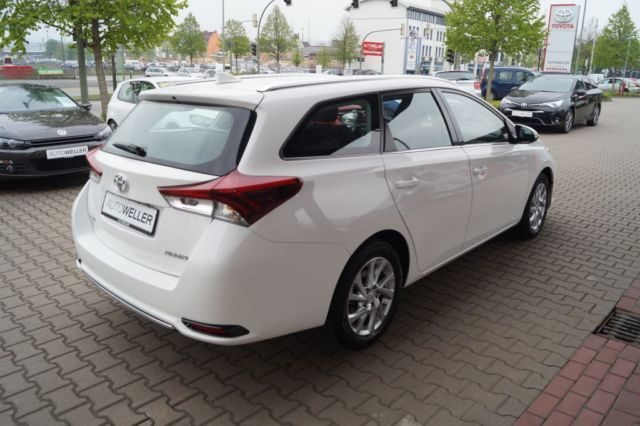 verkauft toyota auris auris 1 6 d 4d t gebraucht 2016 km in bielefeld. Black Bedroom Furniture Sets. Home Design Ideas