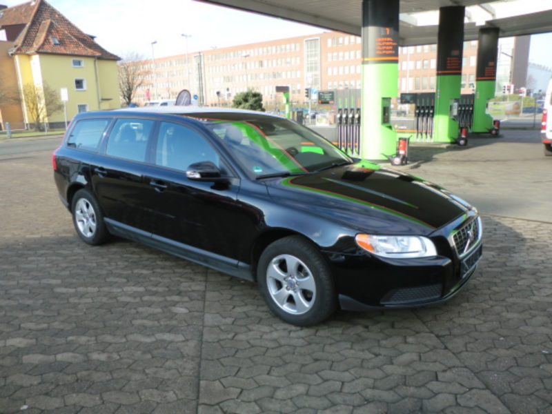 verkauft volvo v70 2 0 momentum gebraucht 2009 km in berlin. Black Bedroom Furniture Sets. Home Design Ideas