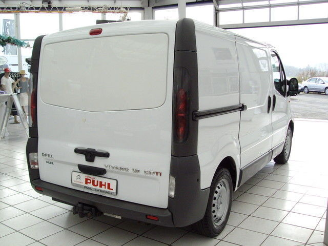 verkauft opel vivaro l1h1 gebraucht 2006 km in cuxhaven. Black Bedroom Furniture Sets. Home Design Ideas