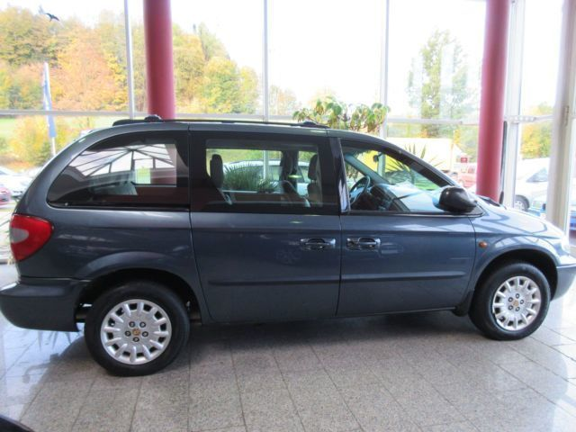verkauft chrysler grand voyager 2 4 se gebraucht 2001 km in oberkotzau. Black Bedroom Furniture Sets. Home Design Ideas
