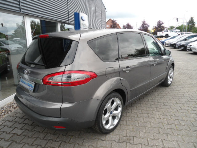 gebraucht 2 0 tdci trend 7 sitzer beh frontscheibe ford s max 2011 km in aalen. Black Bedroom Furniture Sets. Home Design Ideas