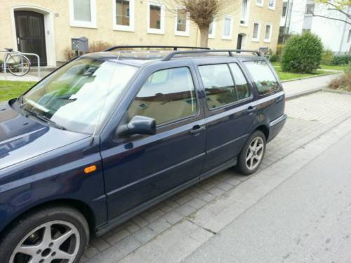 verkauft vw golf kombi in blau1 6 liter gebraucht 1999 km in nordstemmen. Black Bedroom Furniture Sets. Home Design Ideas