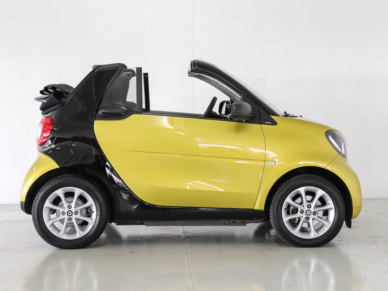 verkauft smart fortwo cabrio passion p gebraucht 2018 km in kassel. Black Bedroom Furniture Sets. Home Design Ideas