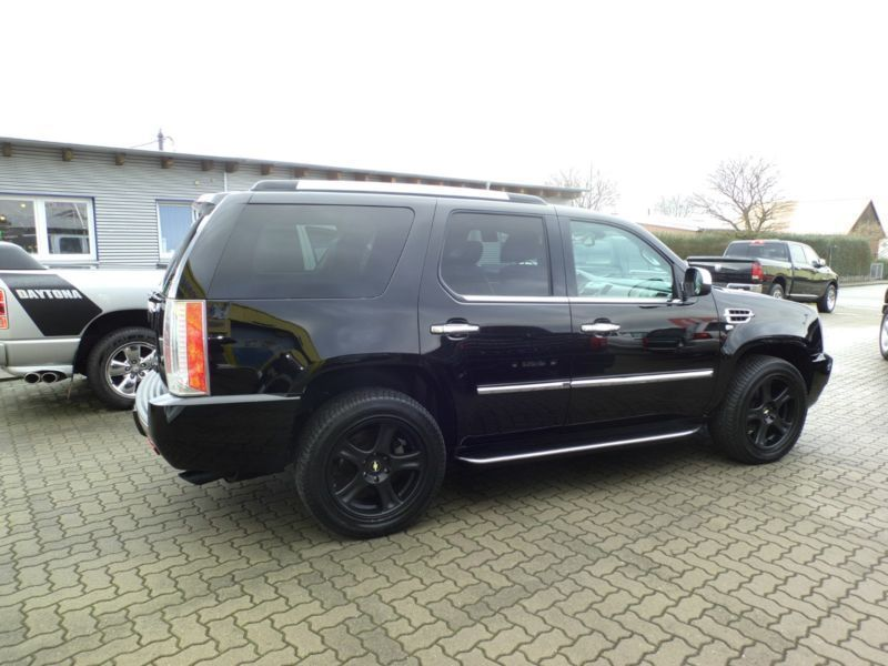 verkauft cadillac escalade 6 2 v8 eleg gebraucht 2007. Black Bedroom Furniture Sets. Home Design Ideas