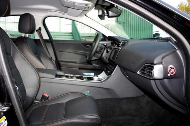 verkauft jaguar xe 20t prestige gebraucht 2015 km. Black Bedroom Furniture Sets. Home Design Ideas