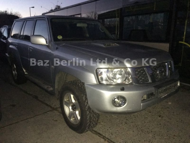 verkauft nissan patrol 3 0 di comfort gebraucht 2005 km in berlin. Black Bedroom Furniture Sets. Home Design Ideas