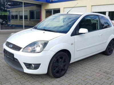 käytetty Ford Fiesta 1,3 51 kW White