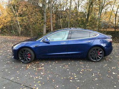 gebraucht Tesla Model 3 Performance + FSD, innen weiß, nano-Vers