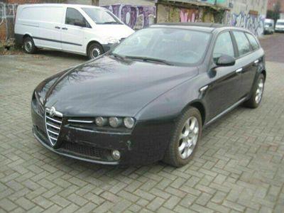 gebraucht Alfa Romeo 159 Sportwagon 1.9 JTDM 16V Distinctive als Kombi in berlin