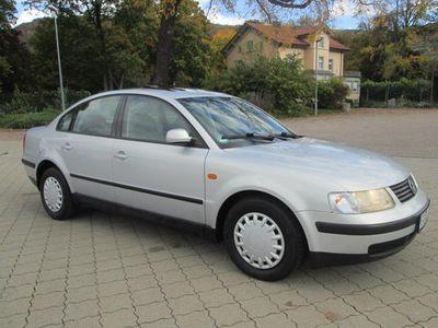 gebraucht VW Passat 1.8 5V Trendline+2.HAND+LIMOUSINE+KLIMA+FÄHRT