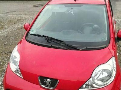 gebraucht Peugeot 107 rot ; 84300 km gefahren; Tüv bis Mai 2021