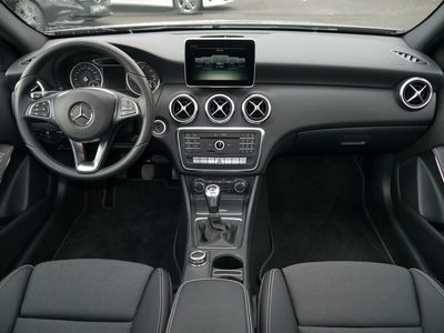 gebraucht Mercedes A180 d Style*Navi*Parkassistent*Sitzheizung