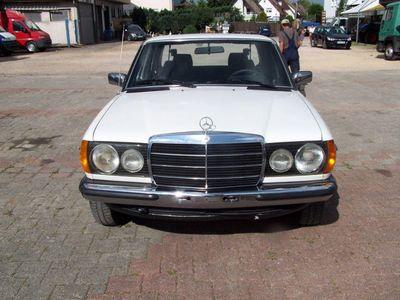 second-hand Mercedes 240 DIESEL** MIT HNUMMER**