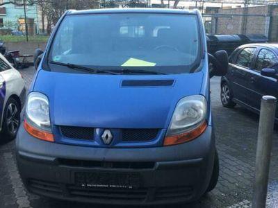 second-hand Renault Trafic II Kasten (FL) 1.9 dCi 100 - 101 Ps
