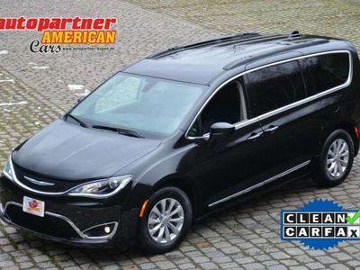 gebraucht Chrysler Pacifica Touring V6 bei Gebrachtwagen.expert