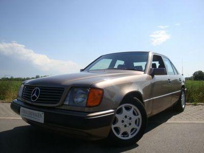 używany Mercedes 260 E*W124*AUTOMATIK*KLIMA*SHD*SEC-Haube*RADIOCD