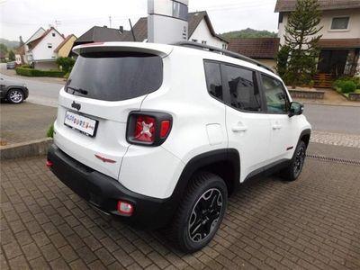 gebraucht trailhawk 2 0 mjet 170ps 4wd jeep renegade 2016 km in marpingen urexwe. Black Bedroom Furniture Sets. Home Design Ideas