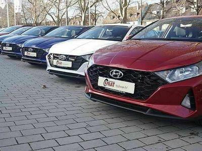 gebraucht Hyundai i20 1,0 Turbo n. Modell Aut./Schiebedach/Shzg./Touchs