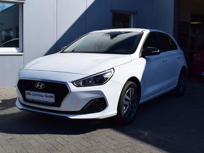 gebraucht Hyundai i30 1.4 SONDEREDITION YES! NAVI AAC SHZ