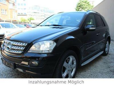 gebraucht Mercedes ML500 ML 5004MATIC/AHK/COMMAND/XENON/R-CAM/LUFTF.*VOLL