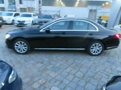 gebraucht Mercedes E220 AVANTGARDE Autom. als Limousine in Berlin