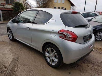 gebraucht Peugeot 208 Allure 1.6 Navi+LM+Klimaaut.