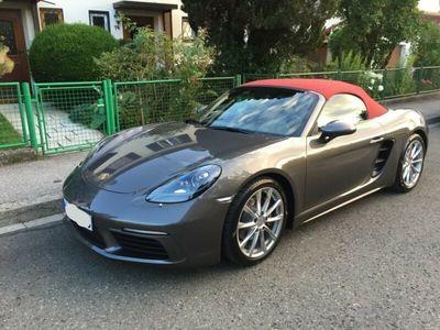 käytetty Porsche 718 Boxster PDK, PASM, achatgrau + Verdeck rot