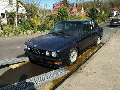 gebraucht BMW M535 i E28 (1987) 3.Hd., royalblau,1A Ausstattung als Limousine in Kahl