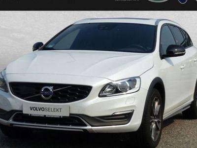 gebraucht Volvo V60 CC D4 AWD Summum Automatik