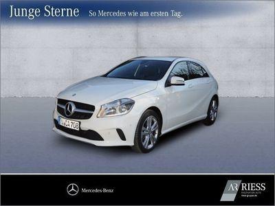 używany Mercedes A180 Urban+Navi+Einparkhilfe+Teilleder+SHZ